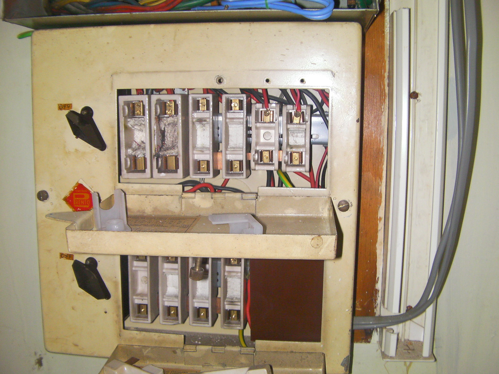 asbestos-containing-fuse-box-rope-flash-pads
