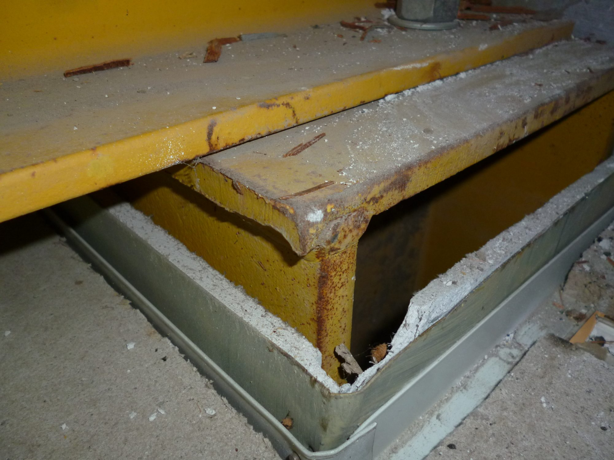 asbestos-insulation-boarding-within-columns-e1546257864199